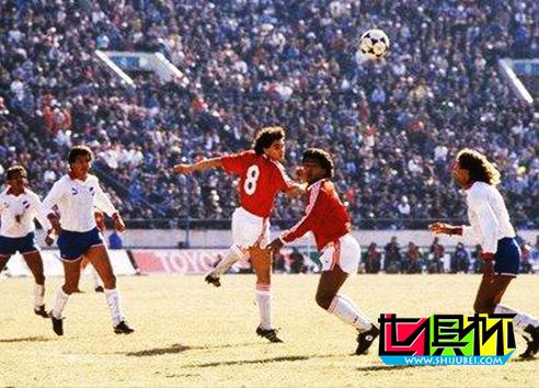 1988年12月11日乌拉圭民族点球大战7比6险胜荷兰埃因霍温 埃因霍温 荷兰 点球大战 民族队 乌拉圭 1988 丰田杯  第2张