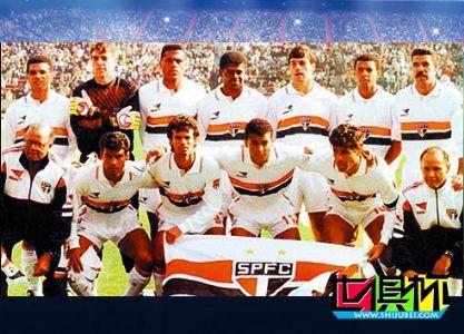 1992年12月13日巴西圣保罗队2比1击败了巴塞罗那队