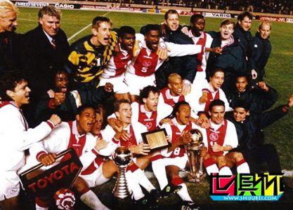 1995年11月28日荷兰阿贾克斯4:3点球击败了巴西格雷米奥