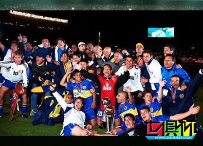 2000年11月28日西班牙皇家马德里0:2不敌阿根廷博卡青年