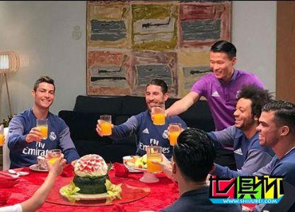 林良铭宴请皇马众大佬 C罗在座举杯贺中国新年