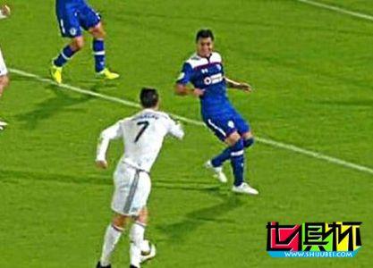 2014世俱杯C罗秀Rabona射门被指不尊重对手 名记骂:小丑!