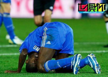 世俱杯切尔西负科林蒂安丢冠,巴西铁卫蹲地痛哭