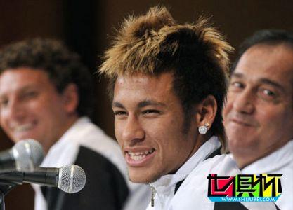 内马尔:我永远无法比肩贝利 梅西才是世界第一