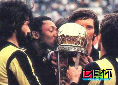 1982年乌拉圭佩纳罗尔2比0轻取英格兰阿斯顿维拉