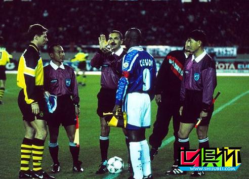 1997年11月28日多特蒙德队2:0击败了巴西克鲁塞罗队