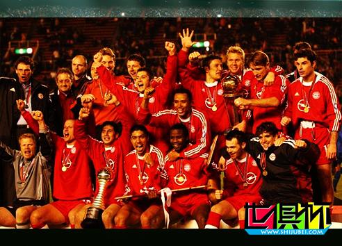 2001年11月27日德国拜仁慕尼黑1比0击败阿根廷博卡青年