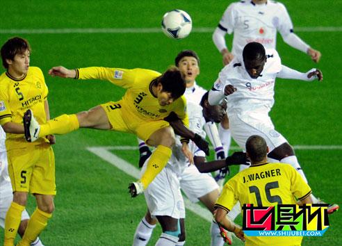 2011世俱杯-门将立柱建功 柏太阳神半场0-0阿尔萨德