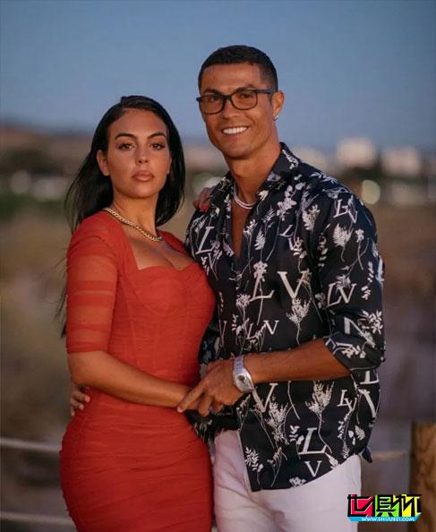 C罗与乔妹双双晒同一照片,配文简单疑似求婚成功