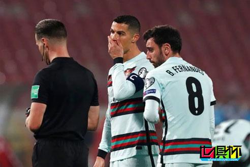 世预赛塞尔维亚2-2逼平葡萄牙,C罗打入一球被判无效怒离赛场