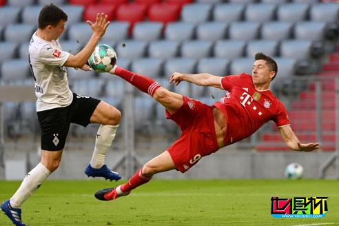 拜仁主场6-0大胜门兴,提前夺得德甲9连冠,莱万上演帽子戏法